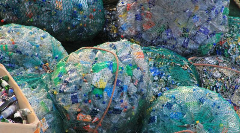 L'Unione Europea vieta dal 2021 l'uso della plastica